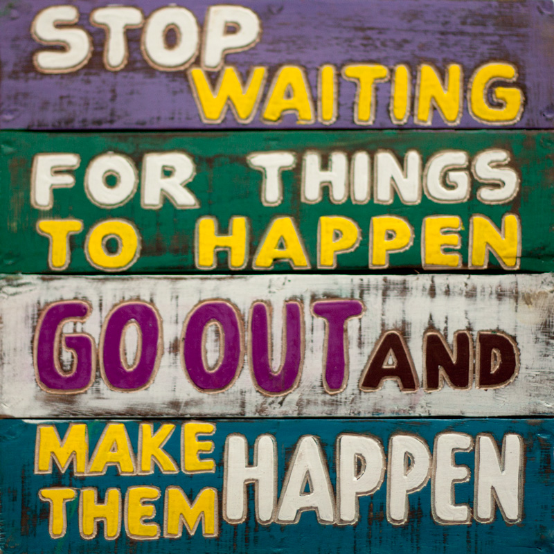 stop waiting for things to happen go out and make them happen rustiek hout rustiek tekst bord cadeau houten deco decoratie